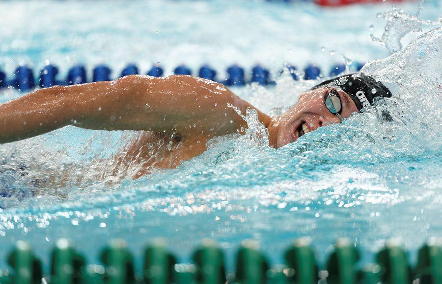 Il nuoto è lo sport perfetto contro il mal di schiena? Non..