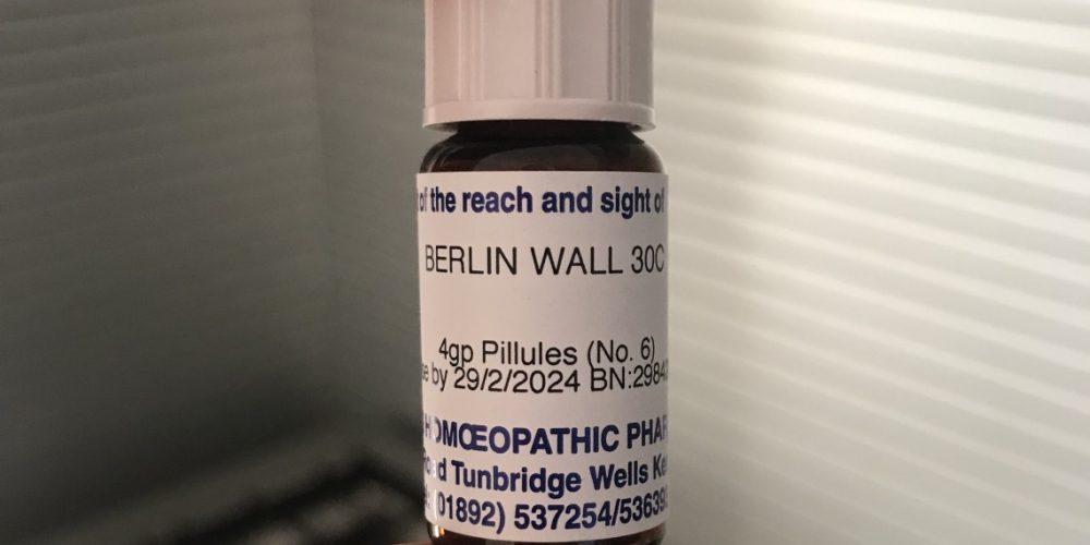 La Follia Del Muro Di Berlino. Anche In Versione Omeopatica